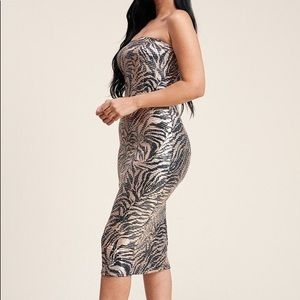 Dresses - 🌸 Metallic Trans Print Strapless Dress